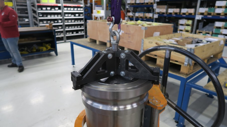 3D printed lifting tool attached to piston